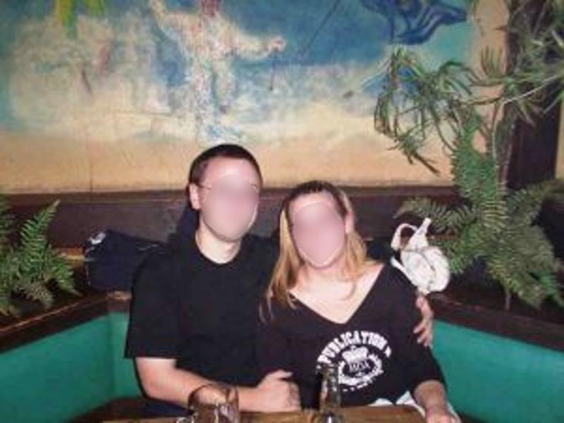 Junges verheiratetes Paar aus Esslingen sucht Paare für Partnertausch